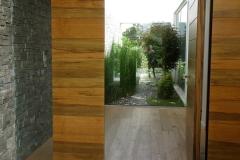 עיצוב גינה מיוחדת - מבט מדלת הכניסה