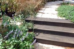 מדרגות-בגינה-מאדני-רכבת