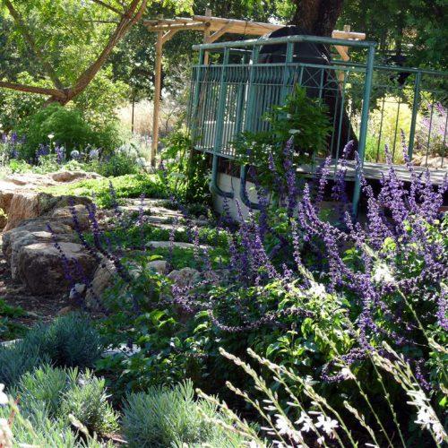 גינה בצל אלונים - טראסה טבעית