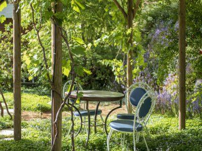 סוכת גפנים בגינה